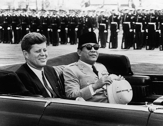 Kennedy and Sukarno riding.