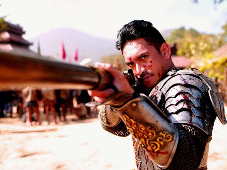 Naresuan takes aim.